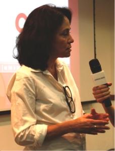 Mariza Tavares conta que para ser um profissional de rádio não basta ter uma boa voz e sim, ter um repertório vasto e saber lidar com todas as mídias. Foto: Bianca Giacomazzi