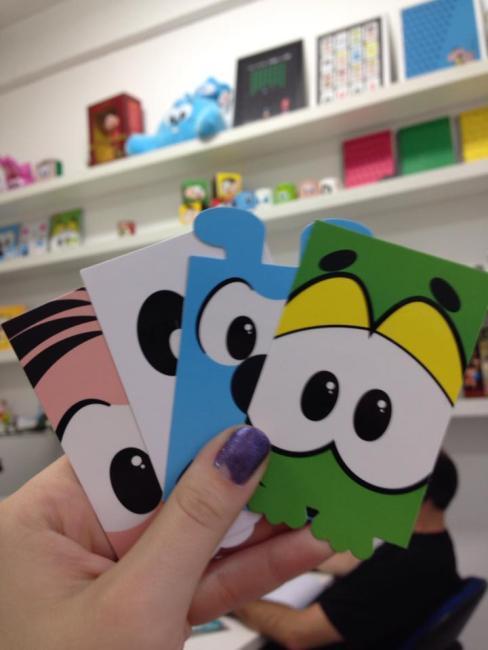Cartões de visita são mais um dos artigos personalizados dos funcionários da Mauricio de Sousa Produções. FOTO: Gabriela Beraldo