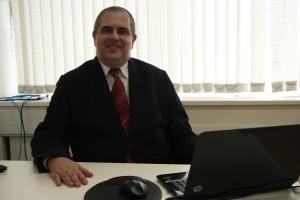 Fernando Capella no escritório da Capella RH Foto: Lara Lincoln