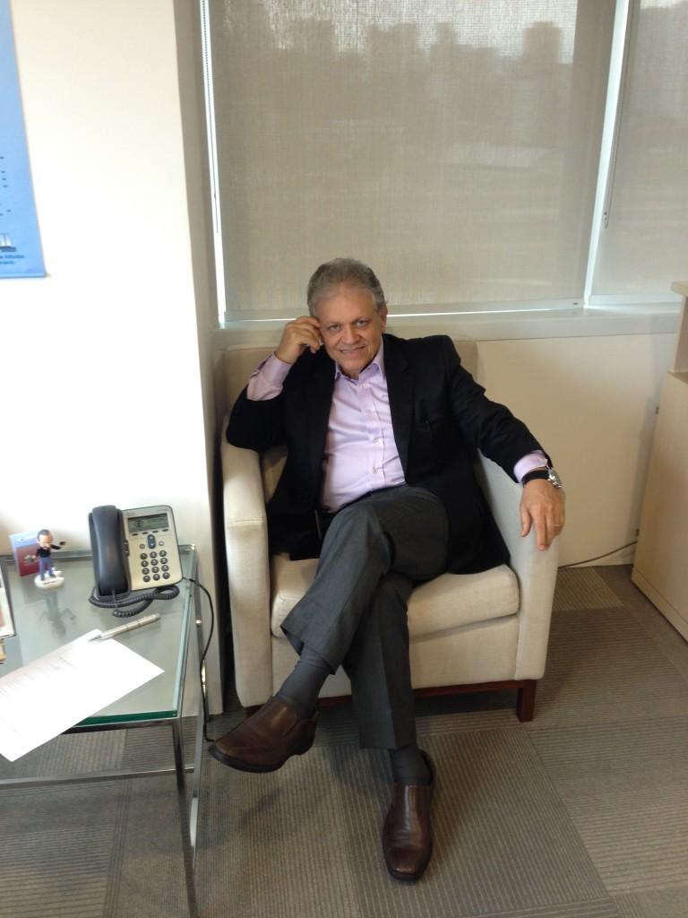 Oscar Dardo na sede comercial da Globo em São Paulo.   Foto: Rodrigo Tucci